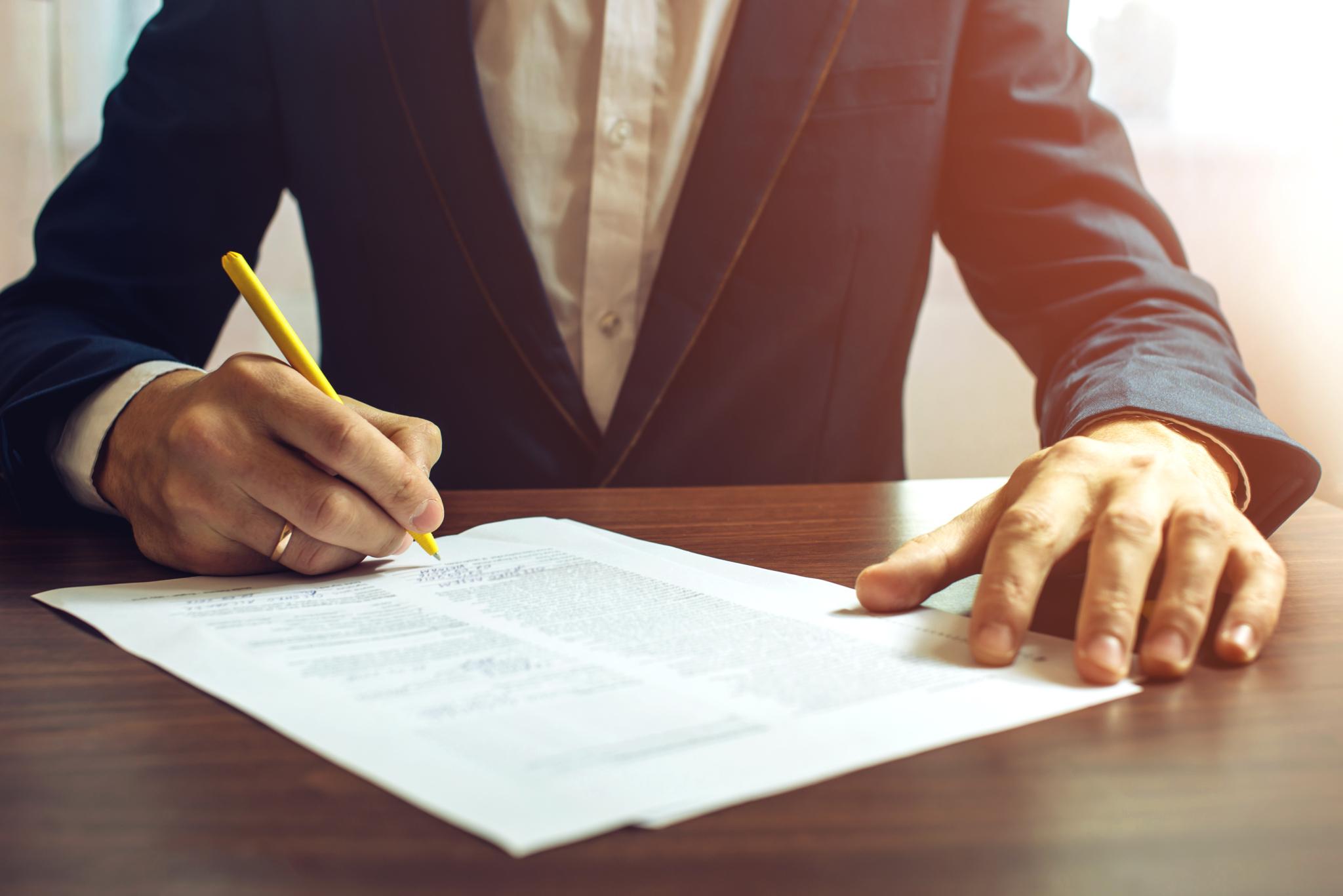 znalec zmluva, podpis zmluvy